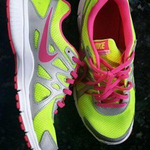 Nike Revolution 2 Athletic Shoes 5.5 Youth EUC